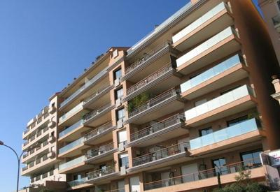 Condamine: One bedroom apartment mixed use.