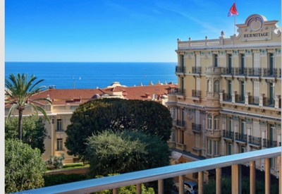"Luxurious 3 bedroom apartment in the ""Carre D'or"""