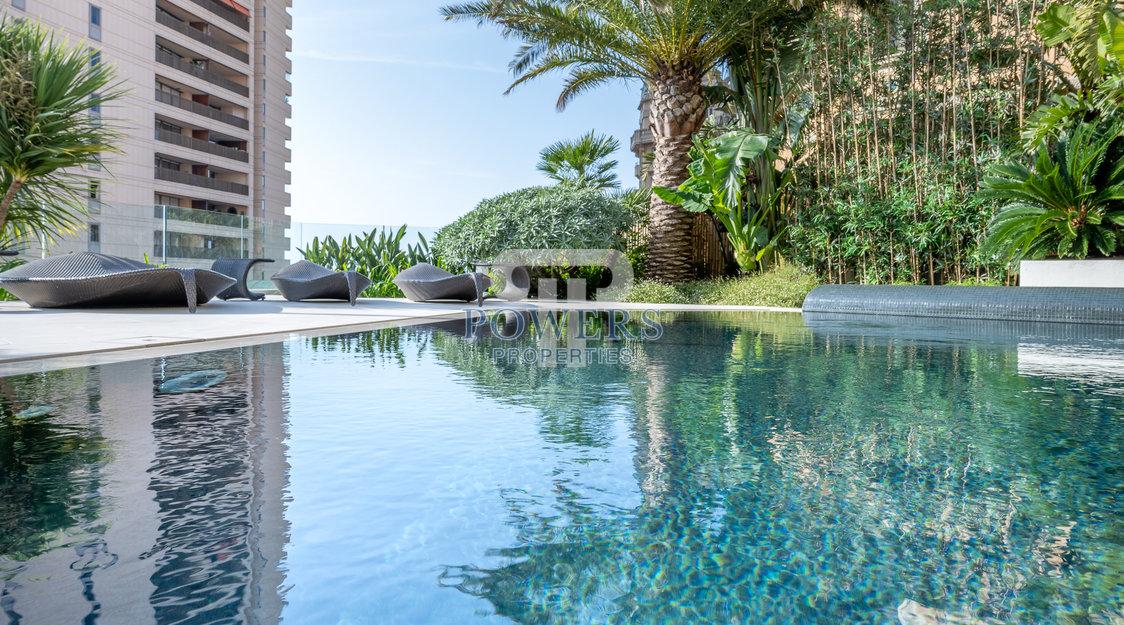 Propriété unique avec jardin et piscine privés.