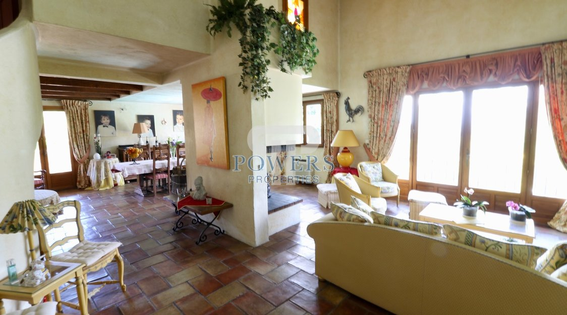 Large family villa 3 minutes from La Turbie