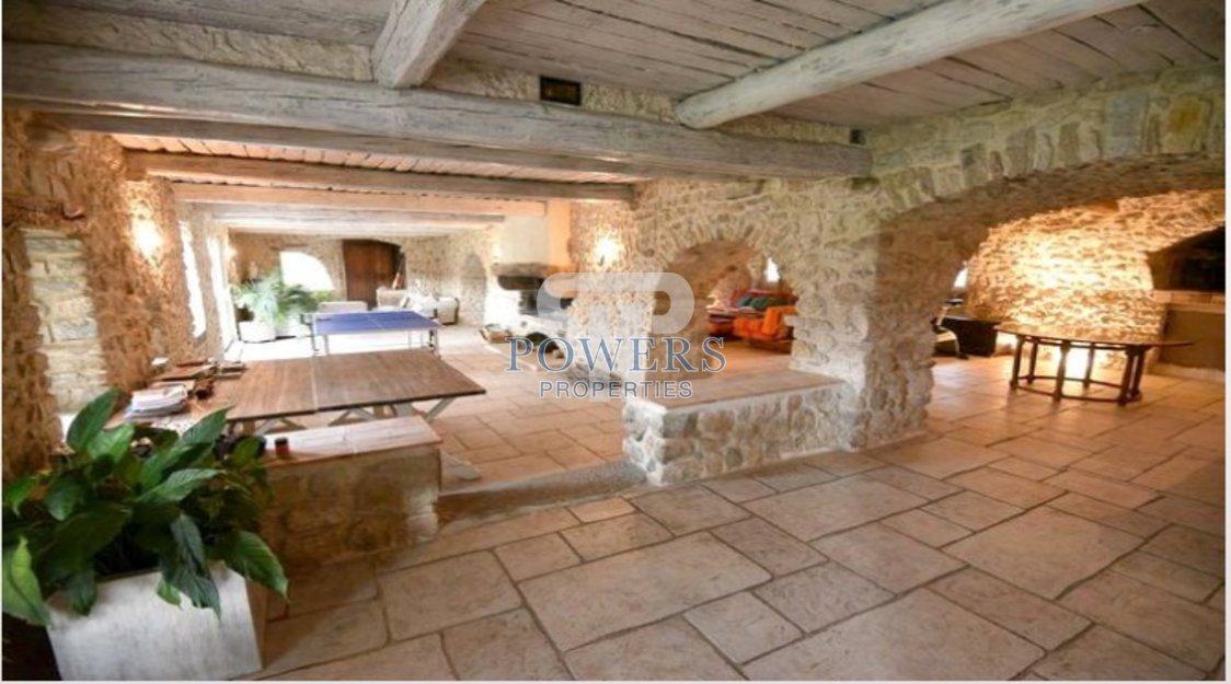 Magnifique propriété en pierres.
