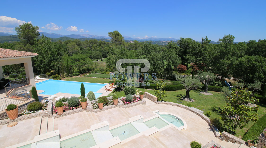 Luxurious property in  Terre Blanche Resort
