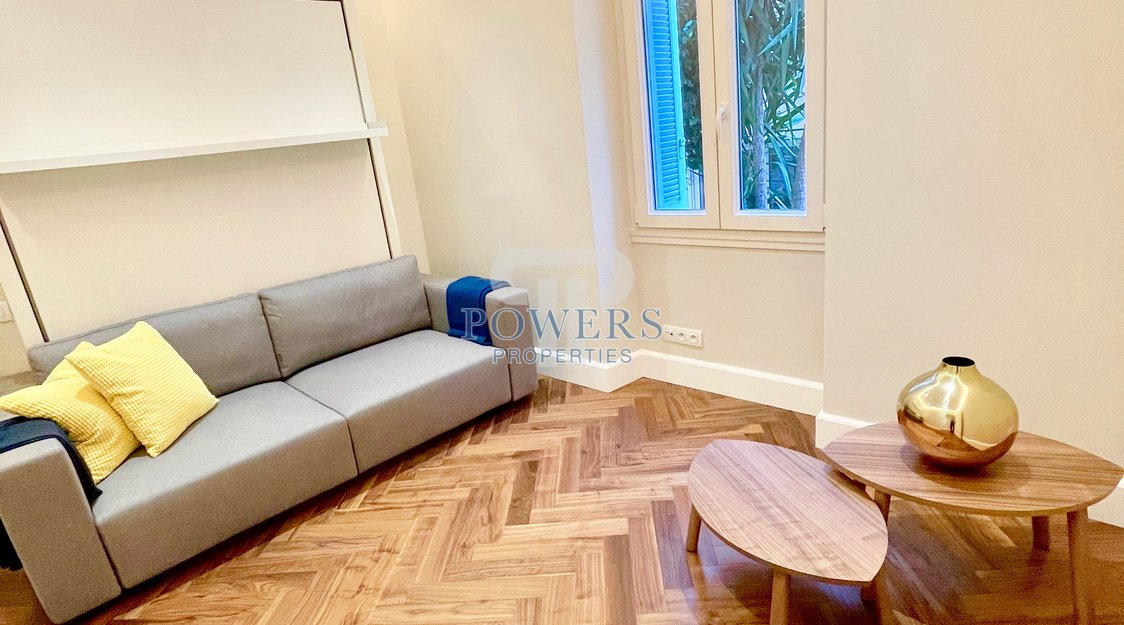 Luxuriously renovated 2 bedroom apartment in the Flor Palace II
