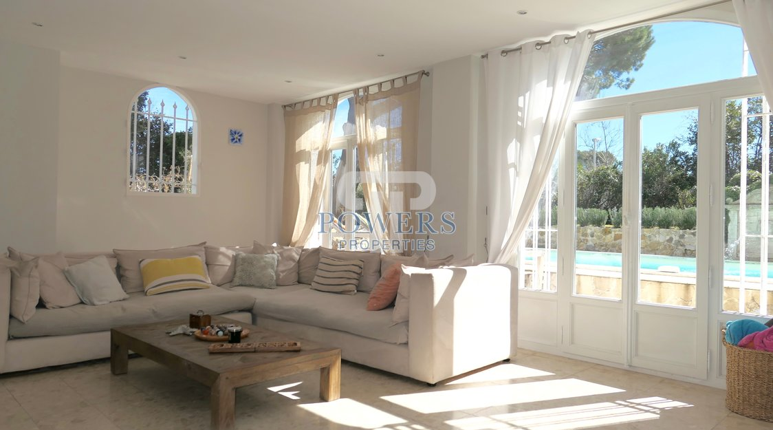 Villa for sale on the Cap d'Antibes.