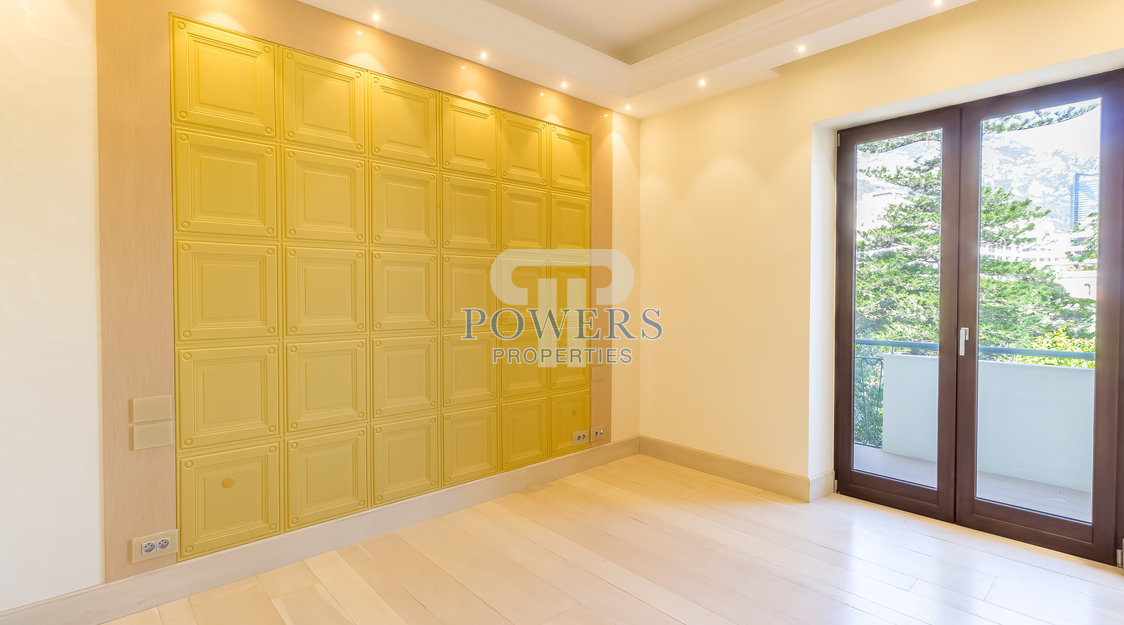 2 bedroom apartment, completely renovated in the Golden Square - Palais St James